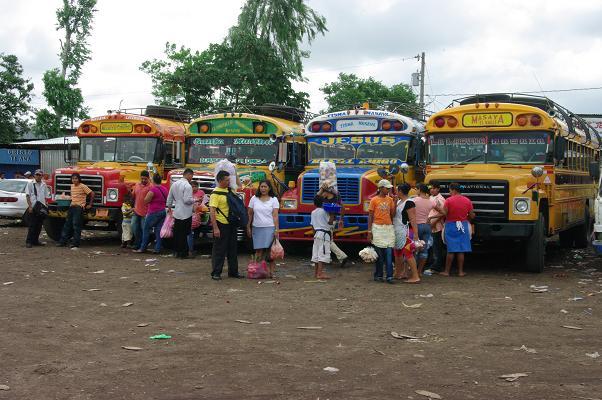 Bus du Nicaragua sur le marché Masaya