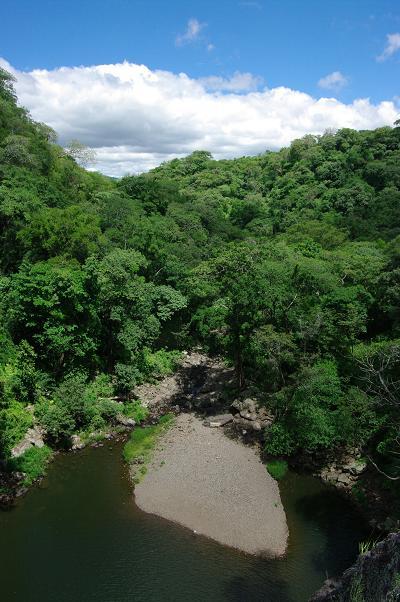 La vue du haut de la cascade